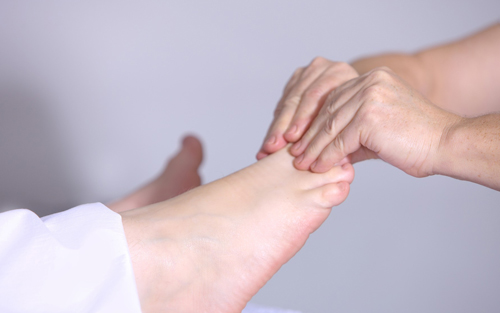 Massage treatment for acute leg pain
