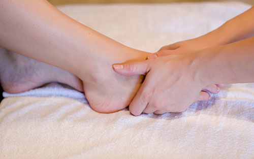 Couples massage reflexology for the feet