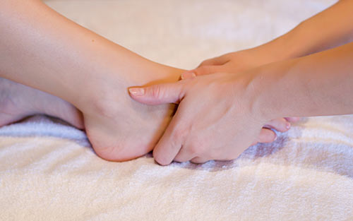 Bone spur discomfort and pain can be treated by reflexology massage
